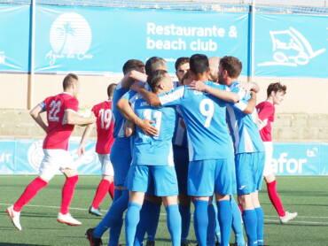 EL CF Gandia sabe sufrir para conseguir la tercera victoria consecutiva por 2-0 ante el Pego